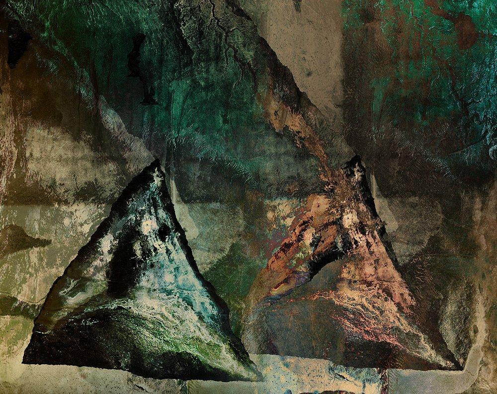 Boulders-In-Lake-Powell-5.jpg